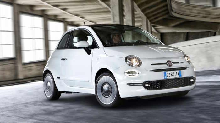 Der Fiat 500 hat ein Facelift bekommen.
