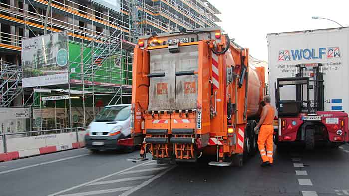 Der Mercedes Econic NGT im Einsatz der Berliner Stadtreinigung.
