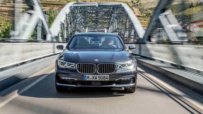 Der BMW 7er tritt in Konkurrenz zur S-Klasse von Mercedes.