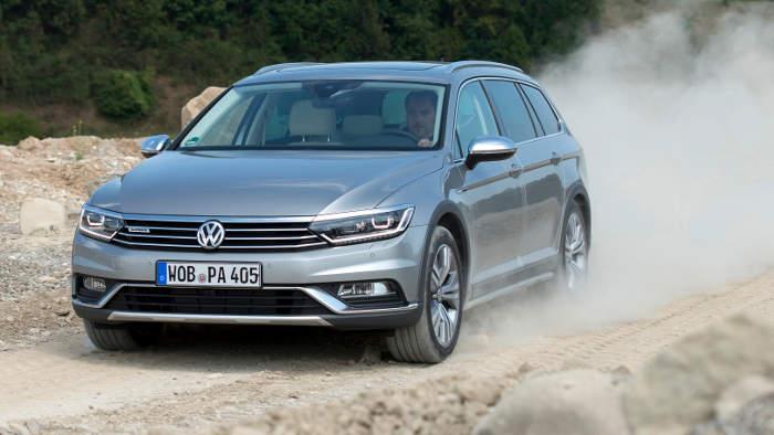 Der VW Passat Alltrack präsentiert sich mit Offroadoptik.