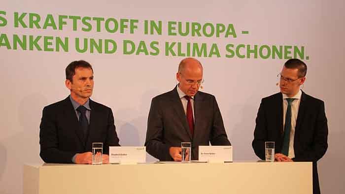 Timm Kehler (Mitte) und Friedrich Eichler (r.)