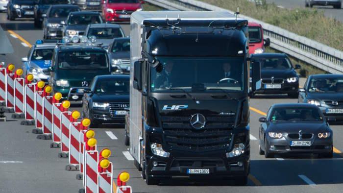 Daimler will die Lkw miteinander vernetzen