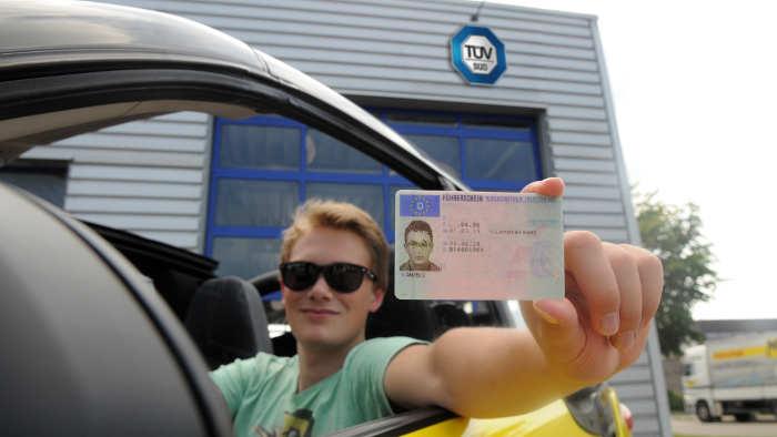 Führerschein-Prüfung bestanden.