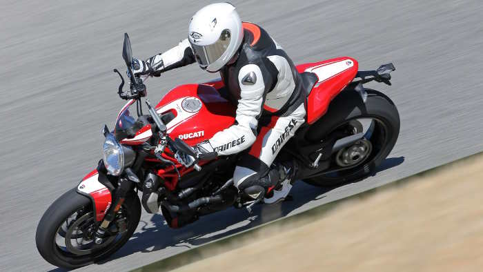 Die Ducati Monster 1200R hat 160 PS.