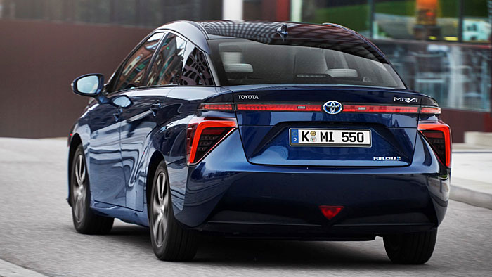 Der Toyota Mirai fährt emissionsfrei mit Wasserstoff.