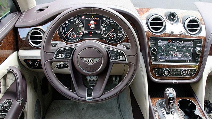 Der Bentley Bentayga reiht sich im 300er Club ein.