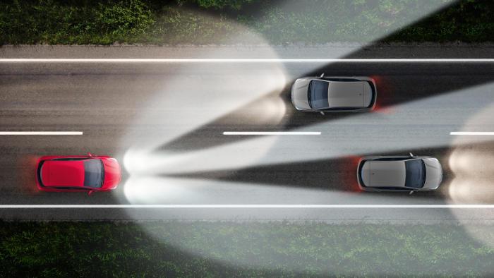 Blendfreies Fernlicht erhöht die Sicherheit
