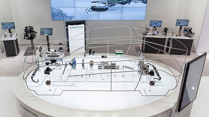 Schaeffler stellt seine Produkte im Glass Car vor.