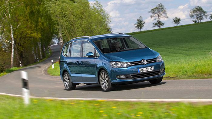 Der VW Sharan hat fast als einziger Familienvan noch Schiebetüren.