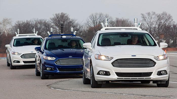 Ford darf 2016 den autonom fahrenden Fusion Hybrid im öffentlichen Verkehr einsetzen.