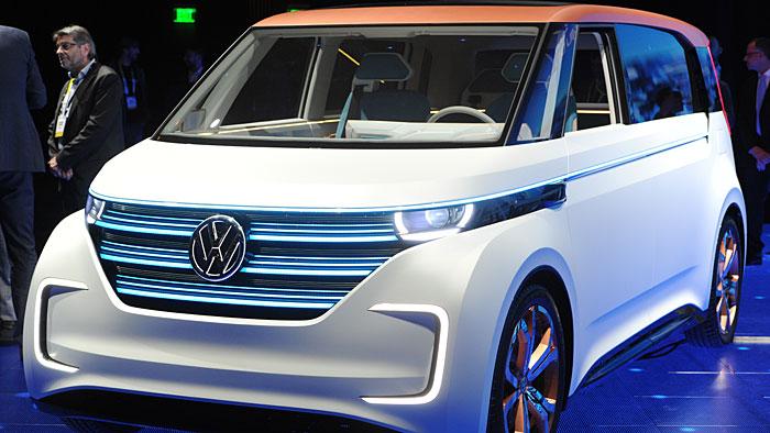 Der VW BUDD-e soll 375 Kilometer rein elektrisch schaffen.
