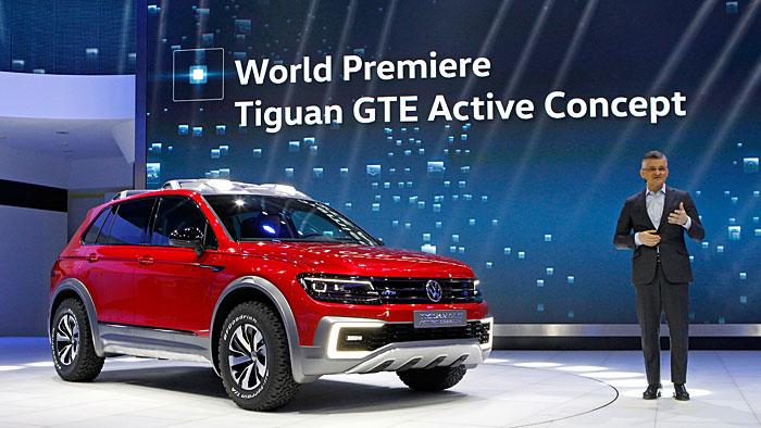 VW-US-Chef Michael Horn präsentiert den VW Tiguan GTE Active Concept.