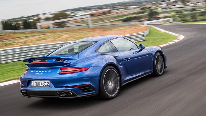 Der Porsche 911 Turbo S greift auf 580 PS zurück.