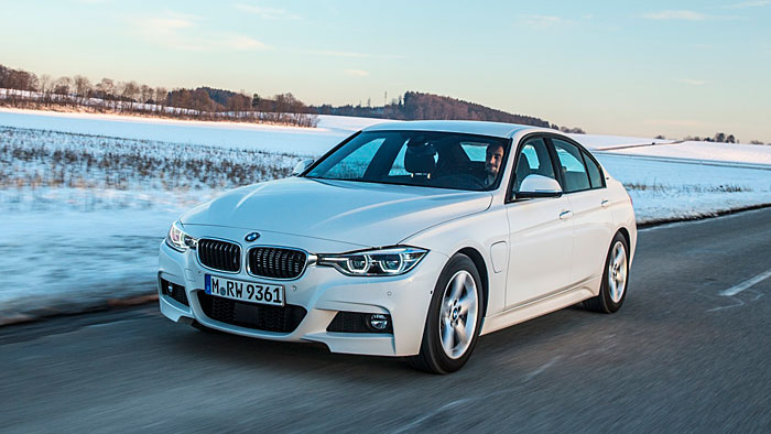 Der BMW 330e kann bis zu 40 Kilometer rein elektrisch fahren.