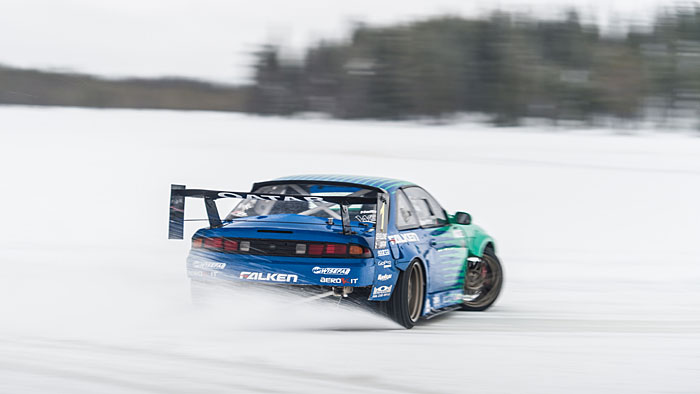 Drift-Champion James Deane in seinem Nissan Silvia S14