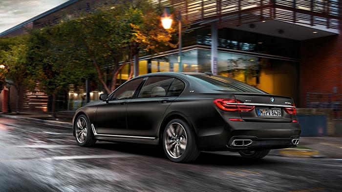 BMW legt beim M760Li xDrive eine Downsizing-Pause ein.