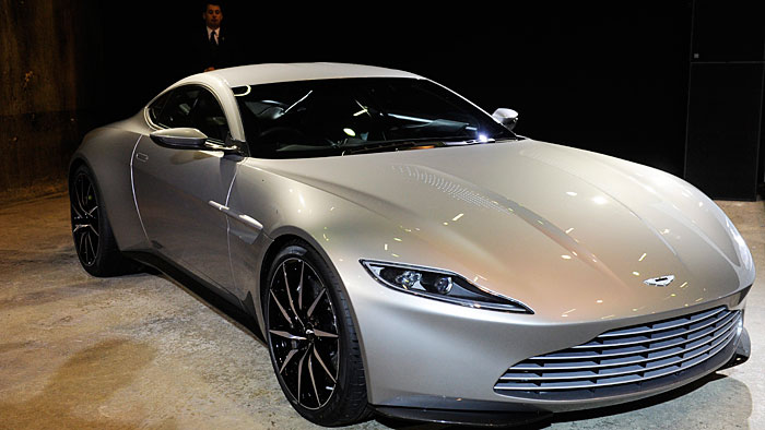 James Bond fährt Aston Martin DB10