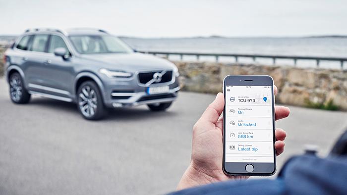 Per Smartphone lässt sich der Volvo XC90 bedienen.