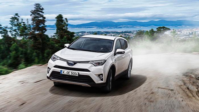 Toyota hat dem RAV4 einen Hybridantrieb spendiert.