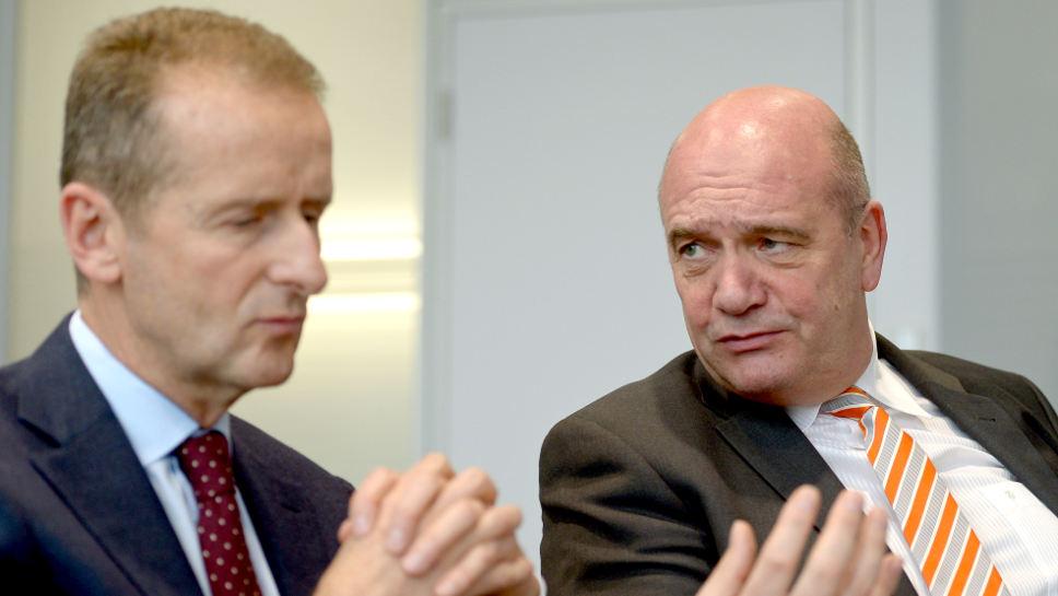 VW-Markenchef Herbert Diess (l.) und Betriebsratschef Bernd Osterloh