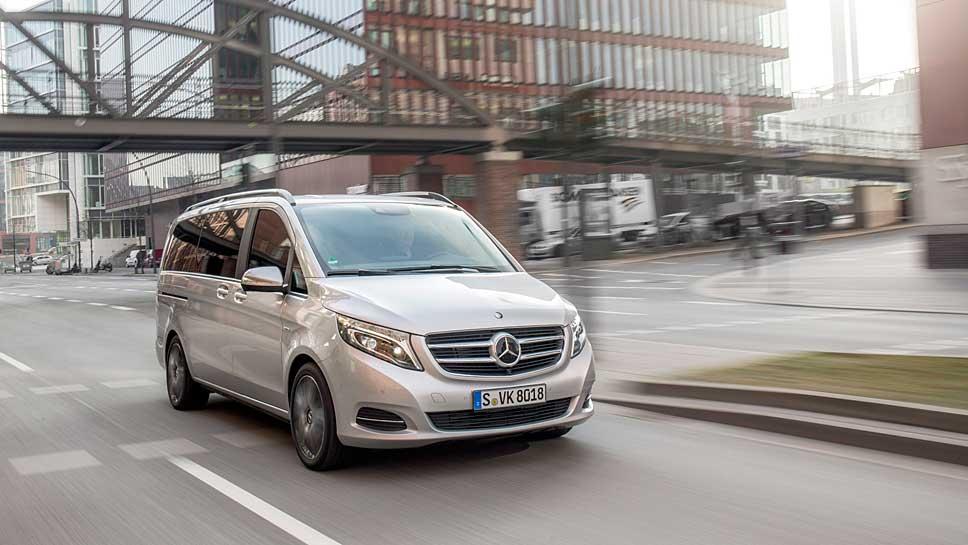 Mit der Mercedes V-Klasse sind bis zu acht Personen komfortabel unterwegs.