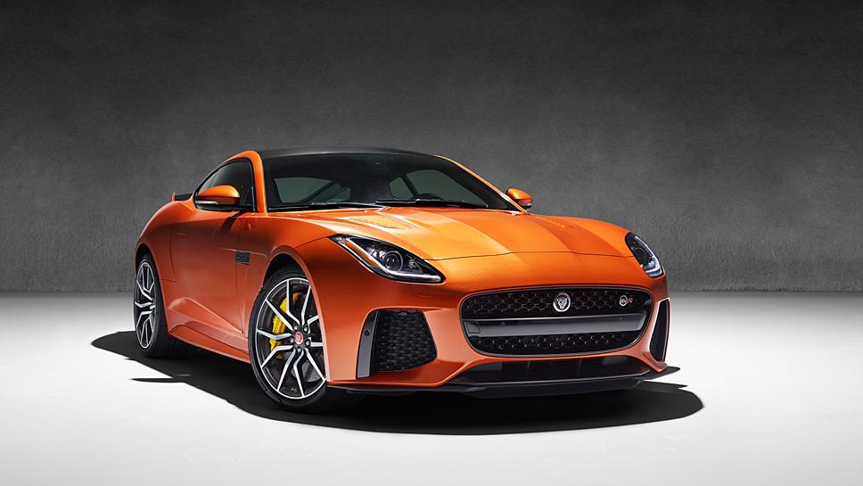 Der Jaguar F-Type SVR schafft 322 km/h.