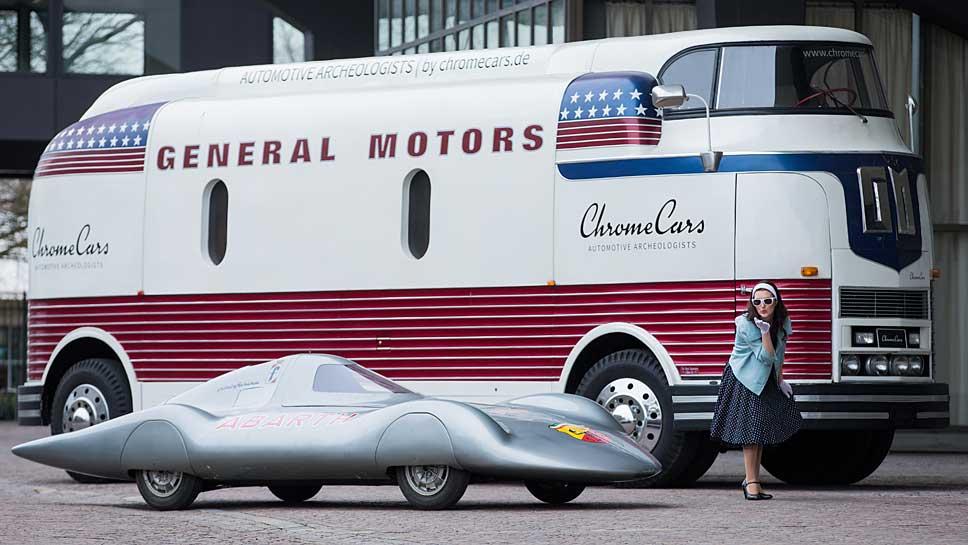 Mit in Essen dabei sind der GM Futurliner und der Abarth Weltrekordwagen.