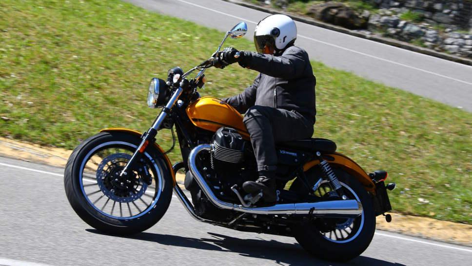 Der Moto Guzzi V9 Roamer kostet unter 10.000 Euro.