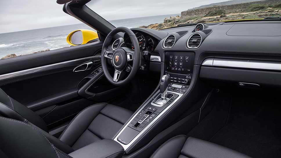 Der Porsche 718 Boxster holt auch aus nur vier Zylindern genügend Kraft heraus.