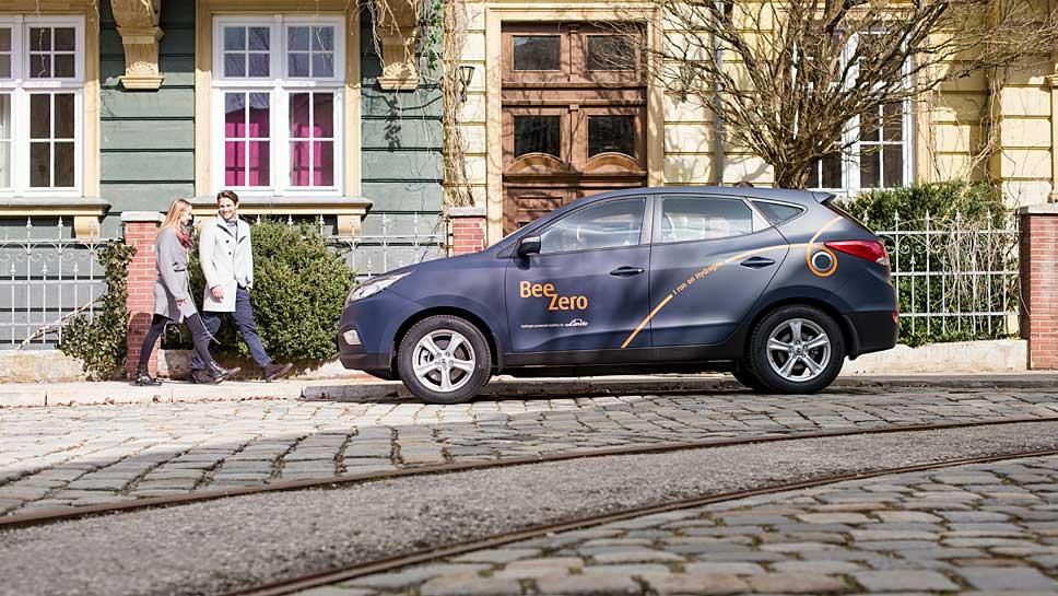 """Hyundai stellt 50 ix35 Fuell Cell für das Carsharing """"BeeZero"""" von Linde."""