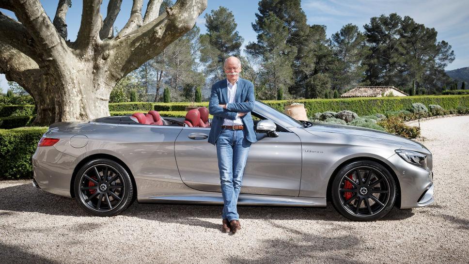 Daimler-Chef Zetsche neben dem neuen Mercedes S-Klasse Cabrio.