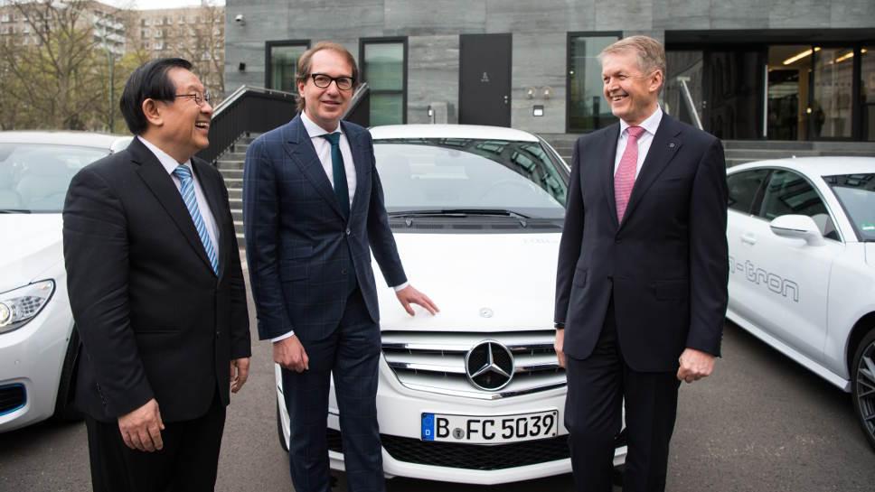 Industrieminister Wan Gang, Alexander Dobrindt und Thomas Weber.