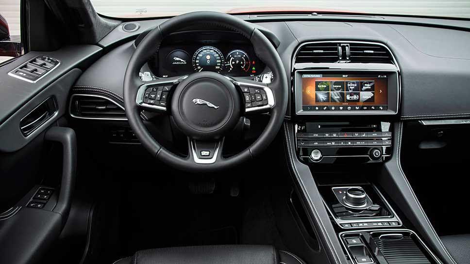 Das Cockpit des Jaguar F-Pace
