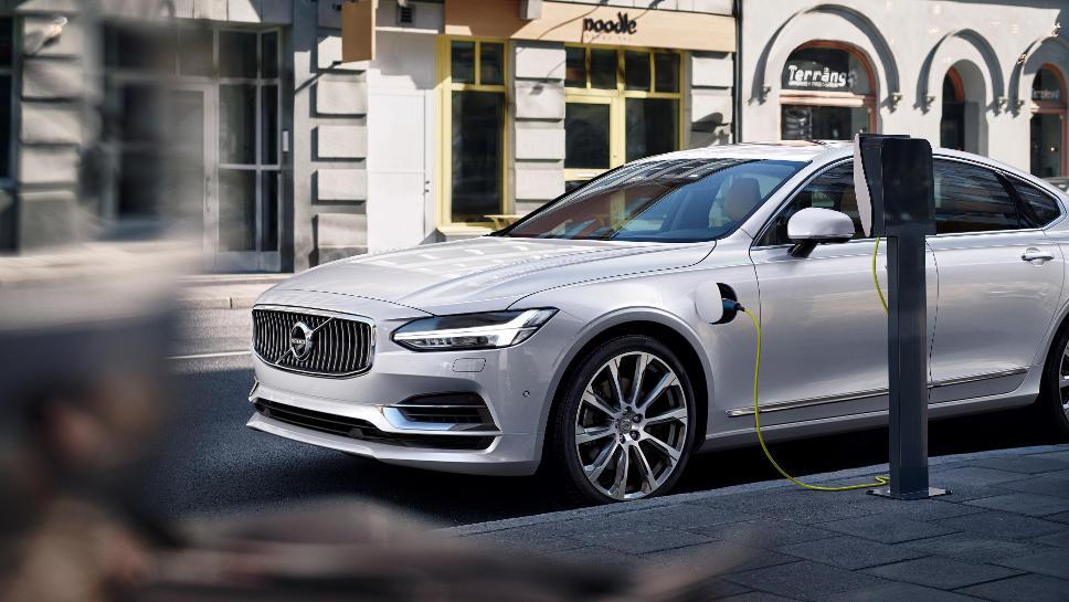 Der neue Volvo S90 kommt auch als Plug-in-Hybrid.
