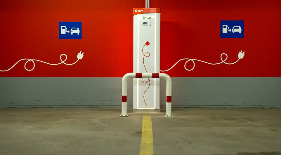 Eine Ladestation für Elektroautos - auch davon gibt es noch zu wenige.