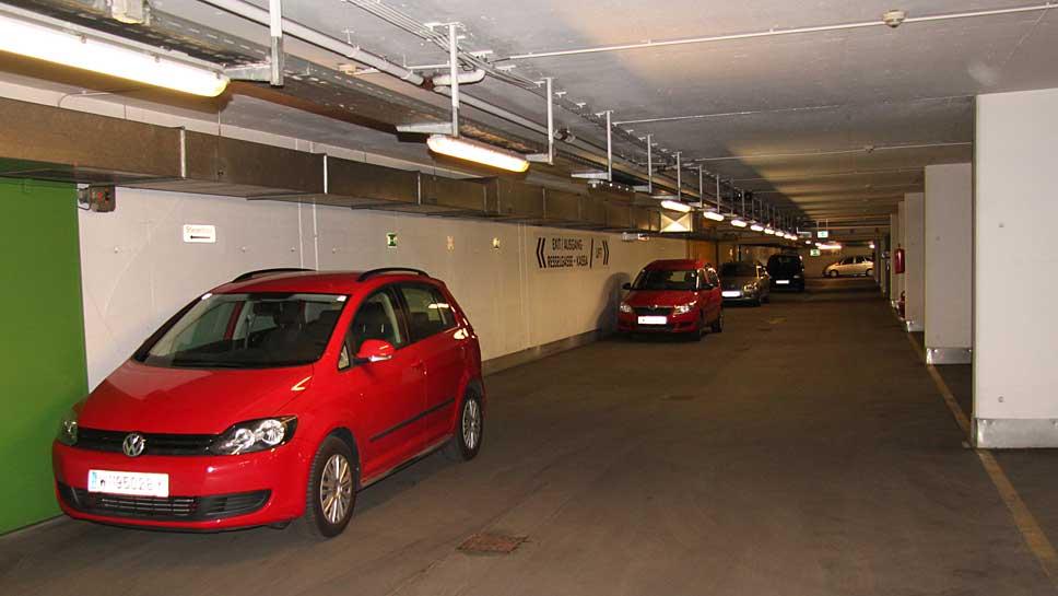 Sehr lange befinden sich Autofahrer auf der Suche nach Parkmöglichkeiten