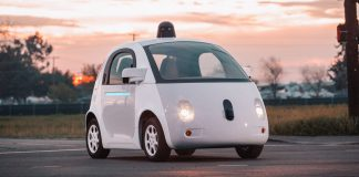 Google mustert die Roboterwagen aus