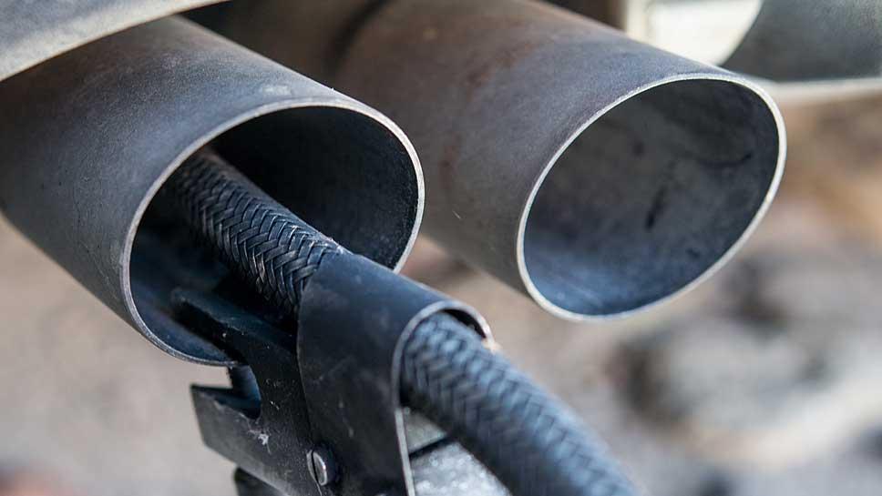 Die Autobranche will die CO2-Emissionen reduzieren, knüpft das aber an Vorgaben.