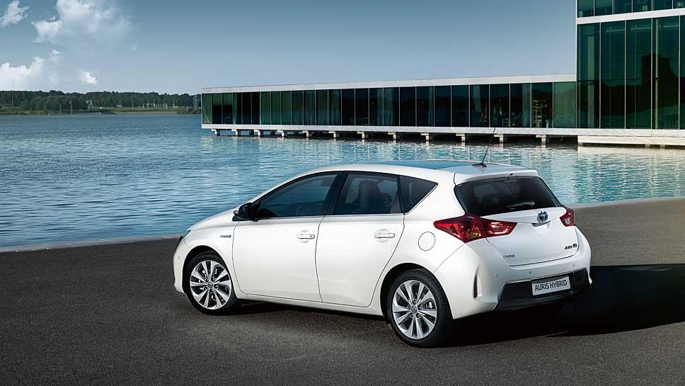 Seit 2010 bietet Toyota den Auris auch als Hybrid an
