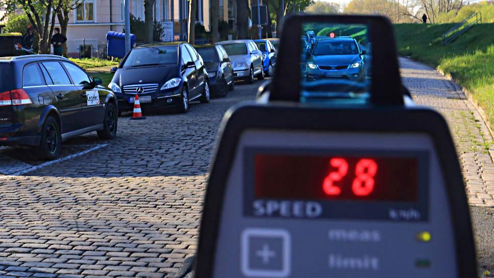 Die Verkehrswacht fordert Tempomessungen über lange Strecken.