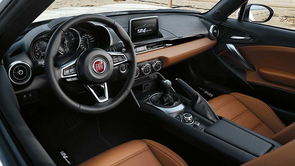 Pünktlich zum 50. Geburtstag hat Fiat den 124 Spider wiederbelebt
