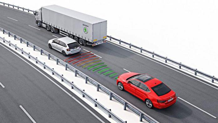 Immer mehr Assistenzsysteme behüten Fahrzeuge und Fahrer vor Unfällen