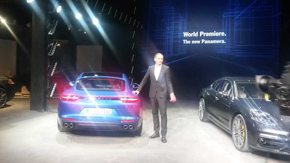 Porsche-Chef Oliver Blume präsentiert den neuen Panamera
