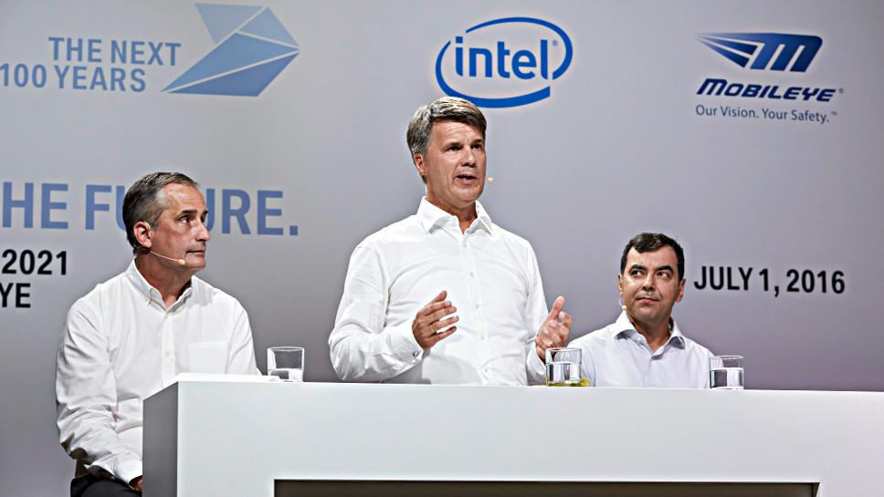 Harald Krüger (m.) mit Intel-Boss Krzanich (l.) und Amnon Shashua von Mobileye