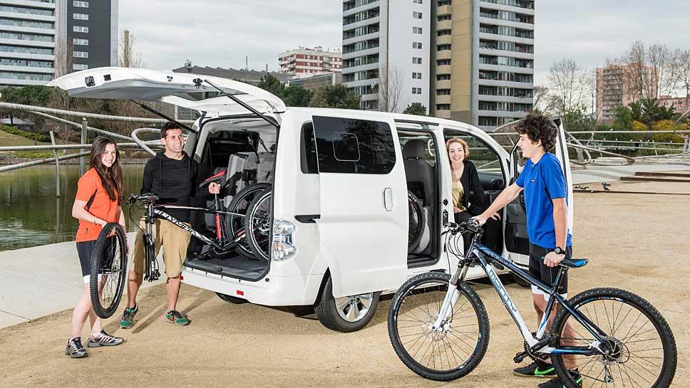 Bis zu 170 Kilometer kann der rein elektrische Nissan e-NV200 zurücklegen.