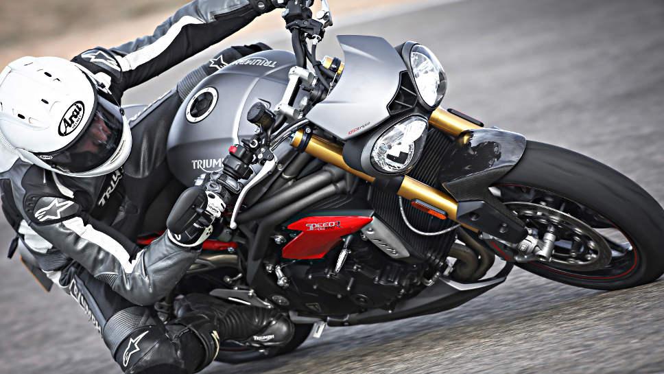 Die Triumph Speed Triple wird wieder in zwei Varianten angeboten, hier die R.
