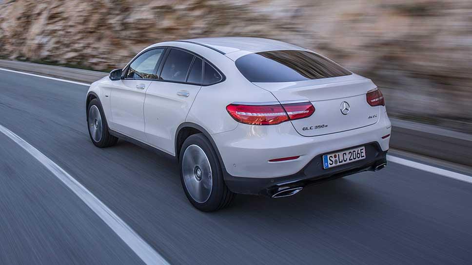 Das Mercedes GLC Coupé tritt gegen den BMW X4 an