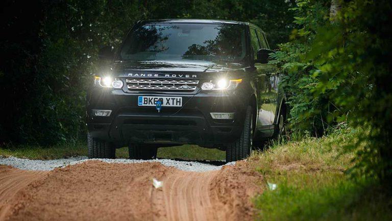 Land Rover fährt autonom ins Gelände