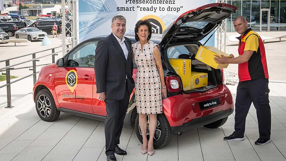 Smart-Chefin Annette Winkler und DHL-Vorstand Jürgen Gerdes