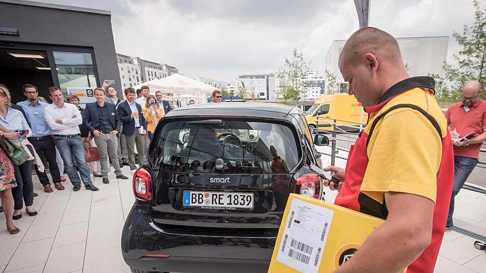 Der Smart wird zur Gepäckstation umgewandelt